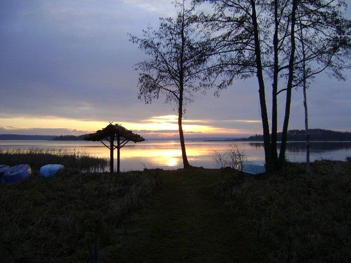 Mazury, domki nad jeziorem, widok na jezioro Święcajty