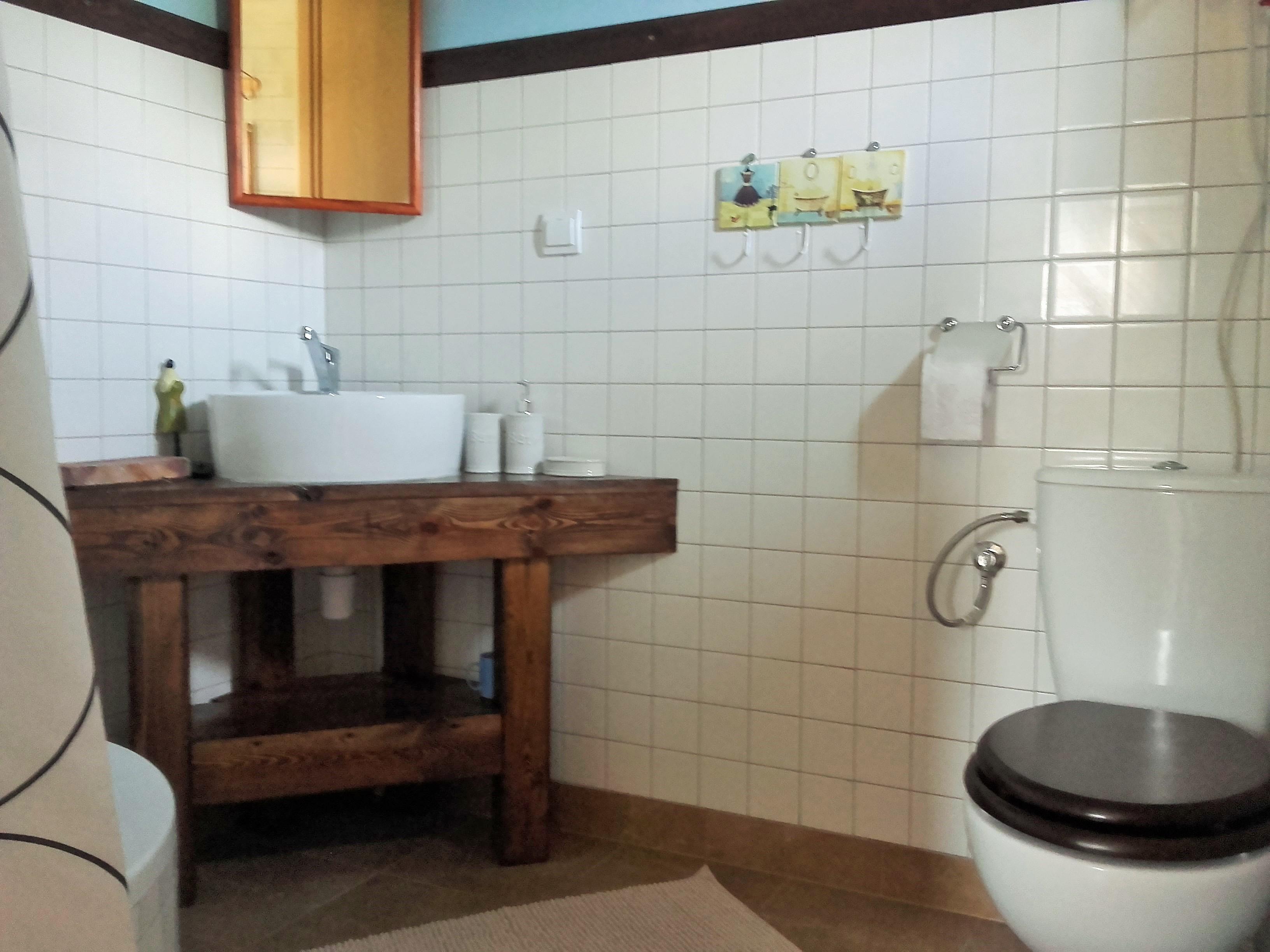 Domki letniskowe nad jeziorem, łazienka, Kal, jezioro Święcajty