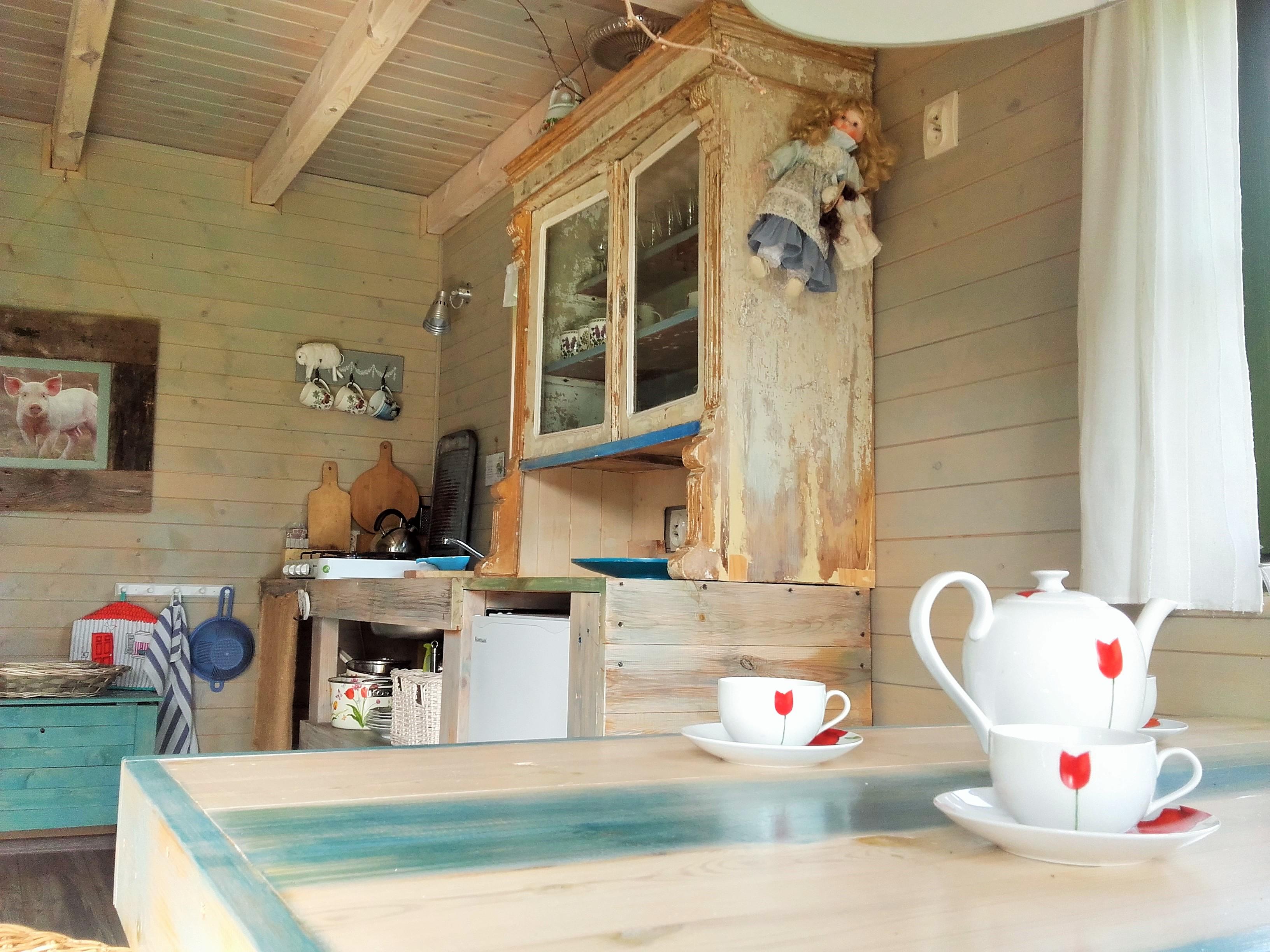 Noclegi na Mazurach, Kal, domki z bali drewnianych, kuchnia