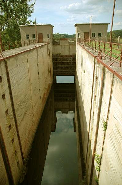 Śluza na kanale mazurskim w Guji