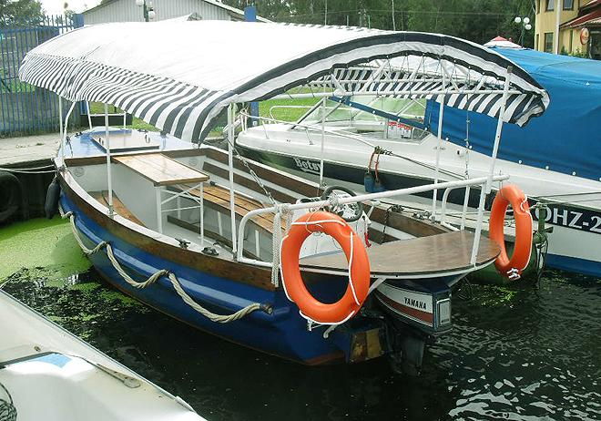 Nasza łódź PEREŁKA na przystani w Węgorzewie