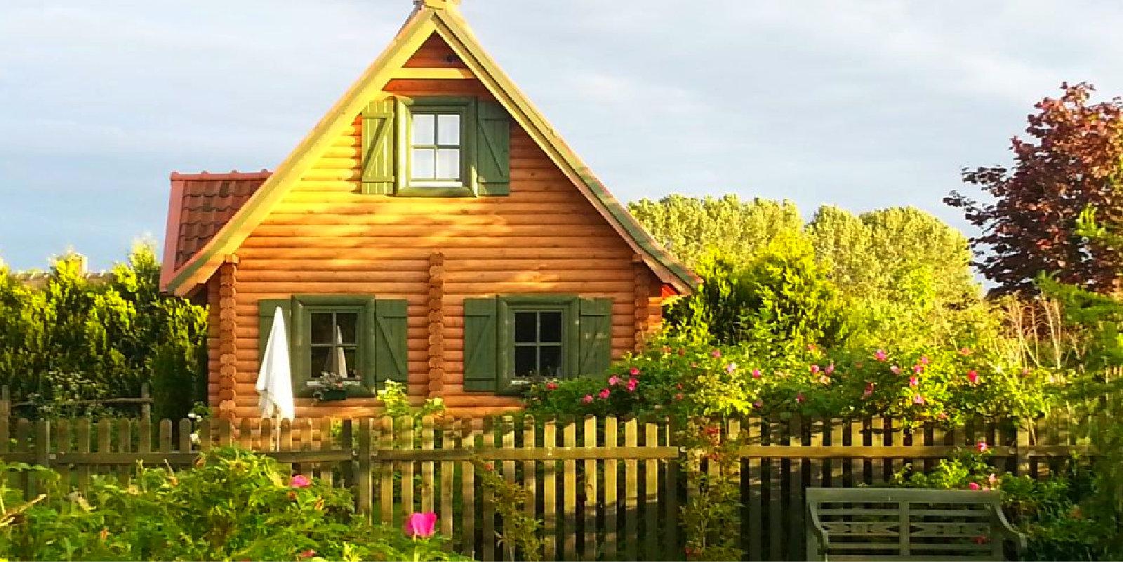 Jezioro Święcajty, domki z bali drewnianych