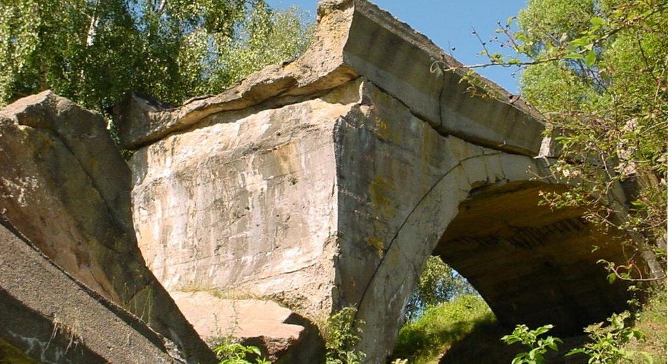Ruiny mostu kolejowego w Kruklankach